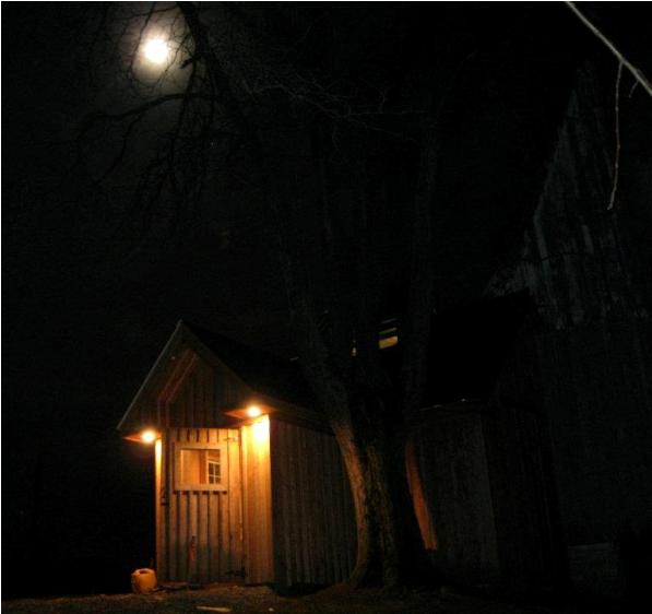 Full-Moon-over-the-sugar-shack